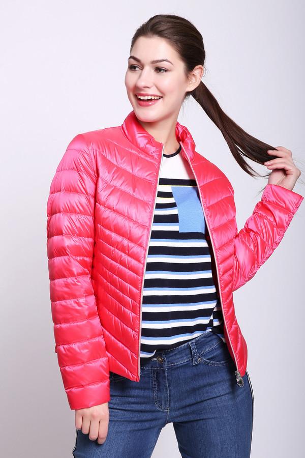 Куртка Betty BarclayКуртки<br>Куртка женская розового цвета фирмы Betty Barclay. Модель выполнена приталенным фасоном. Изделие дополнено круглым воротом стойка, застежка молния, втачными, длинными рукавами, средним швом и рельефами, выходившие из проймы рукавов. Куртка стеганая, укороченного покроя. Ткань состоит из 60% полиэстера, 40% полиамида. Подкладка - 60% полиэстер, 40% полиамид. Наполнитель: 90% пух, 10% перо. Такая куртка поможет укрыться от непогоды.