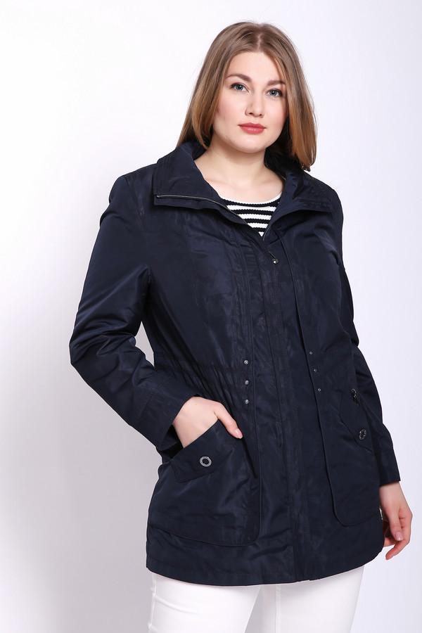 Куртка LebekКуртки<br>Куртка женская синего цвета фирмы Lebek. Модель выполнена прямым фасоном. Изделие дополнено круглым воротом стойка с капюшоном, застежка молния, втачными, длинными рукавами, боковыми карманами на молнию. Ткань состоит из 100% полиэстера. Подкладка - 100% полиэстер. Комбинировать можно с различными деталями вашего гардероба.