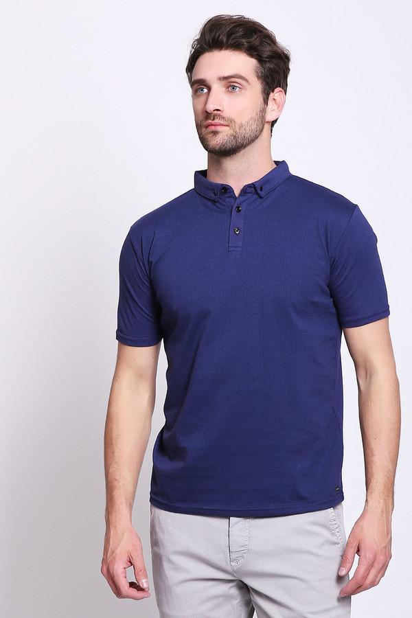 Поло PezzoПоло<br>Поло мужское синего цвета бренда Pezzo. Модель выполнена прямым фасоном. Изделие дополнено откладным воротом, втачными, короткими рукавами, застежка на кнопки. Состав ткани: 100% хлопка. Сочетать можно с различными брюками.