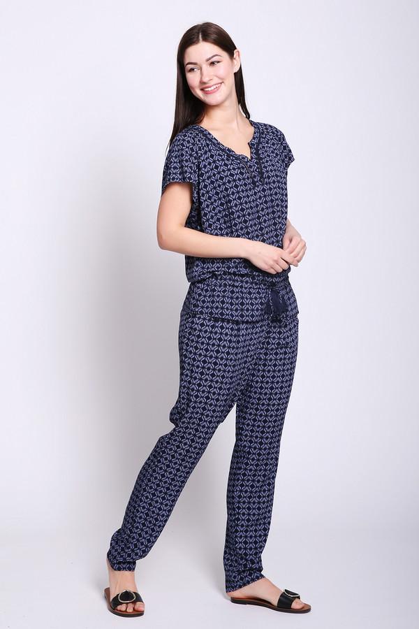 Брюки PezzoБрюки<br>Брюки женские синего цвета от бренда Pezzo. Модель выполнена прямым фасоном. Изделие дополнено пришивным поясом с эластичной лентой, боковыми карманами. Ткань имеет принт. Состав ткани: 100% вискоза. Комбинировать можно с различными блузами, футболками.