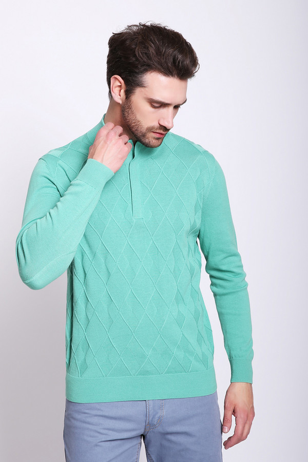 Джемпер PezzoДжемперы и Пуловеры<br>Джемпер мужской зеленого цвета бренда Pezzo. Модель выполнена прямым фасоном. Изделие дополнено воротом стойка, застежка молния, втачными, длинными рукавами. Передняя часть джемпера имеет выпуклый принт. Состав ткани: 100% хлопок. Сочетать можно с различными брюками.