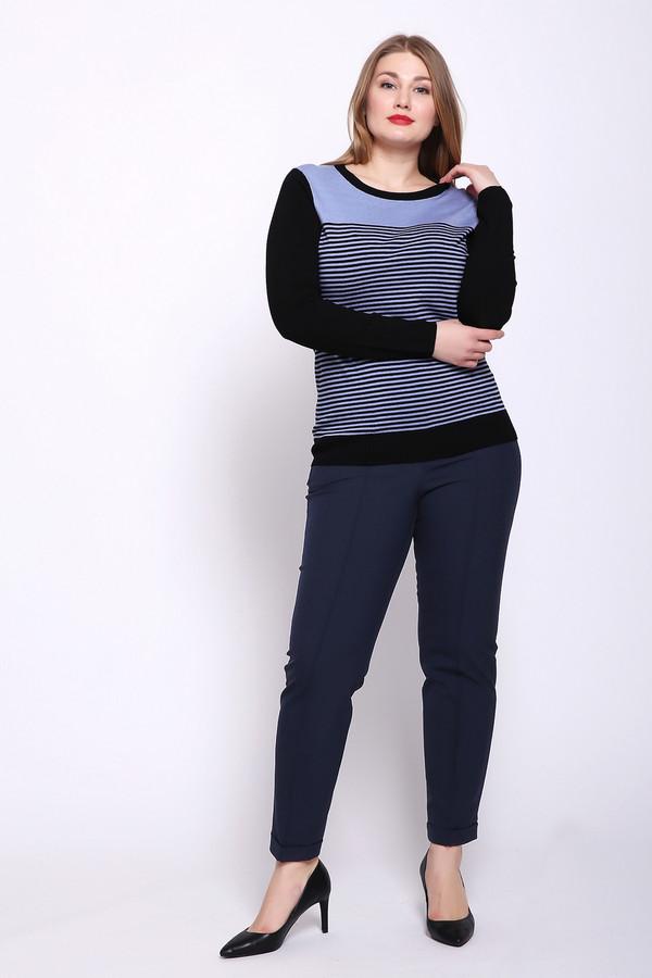 Брюки OuiБрюки<br>Брюки женские синего цвета фирмы Oui. Модель выполнена прямым фасоном. Изделие дополнено пришивным поясом, застежка молния на пуговицу, боковыми карманами на молнию. Ткань состоит из 12% эластана, 88% полиамида. Комбинировать можно с различными блузами, пуловерами