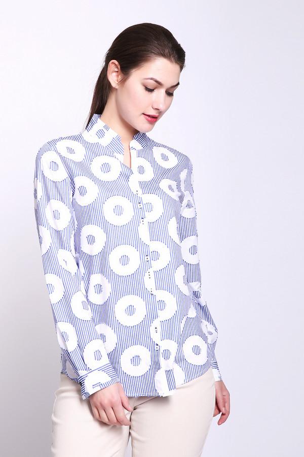 Блузa Gerry WeberБлузы<br>Блуза женская голубого цвета фирмы Gerry Weber. Модель выполнена прямым покроем. Изделие дополнено округлым воротом стойка, втачными, длинными рукавами с манжетами на пуговицу, боковыми выемками, задней кокеткой. Подшита блуза полукругом. Ткань имеет принт. Состав ткани: 55% вискоза, 45% хлопок. Гармонировать можно с различными деталями вашего гардероба.