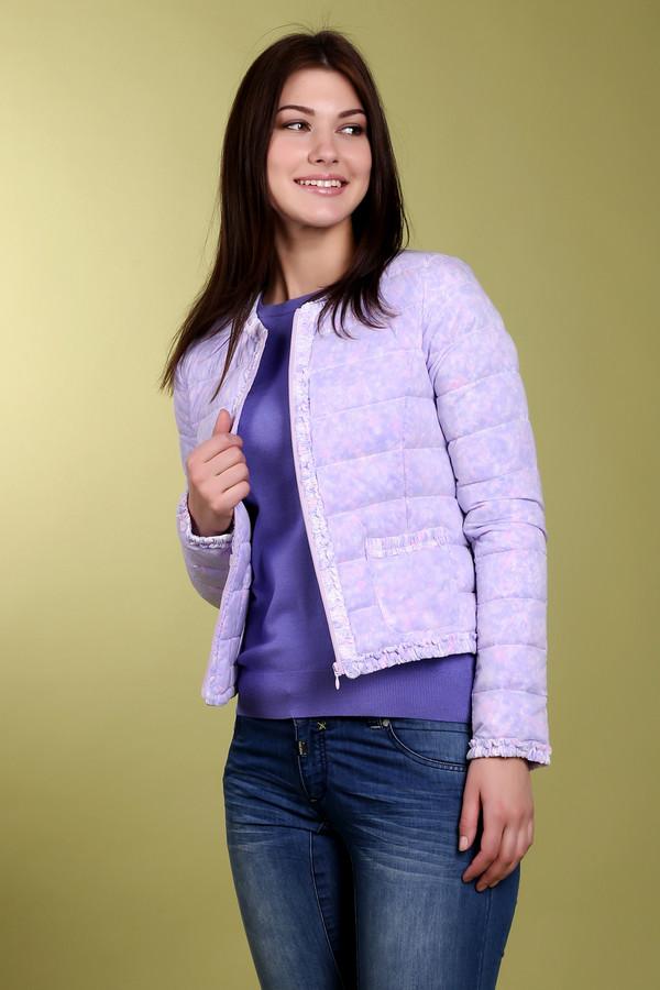 Куртка Just ValeriКуртки<br>Невероятно легкая весенняя куртка бренда Just Valeri прямого укороченного кроя выполнена в сиренево-розовом цвете. Изделие дополнено: круглым вырезом, застежкой на молнии и двумя накладными карманами. Ворот, планка, карманы, манжеты и нижний кант оформлены оторочкой из рюшей. Весьма интересная модель не оставит вас равнодушными и займет достойное место в вашем гардеробе.<br><br>Размер RU: 46<br>Пол: Женский<br>Возраст: Взрослый<br>Материал: нейлон 100%<br>Цвет: Сиреневый