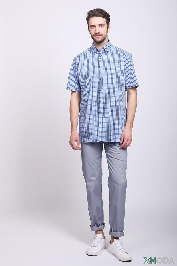 Брюки PezzoБрюки<br>Брюки мужские голубого цвета фирмы Pezzo. Модель выполнена прямым фасоном. Изделие дополнено пришивным поясом со шлевками для ремня, боковыми карманами, задними кокетками, накладными карманами. Ткань состоит из 97% хлопка, 3% спандекс. Гармонировать можно с различными рубашками, футболками.