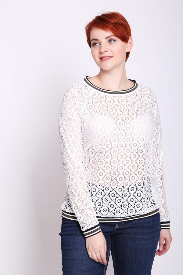 Блузa TaifunБлузы<br>Блуза женская белого цвета от немецкого бренда Taifun. Модель выполнена прямым фасоном. Изделие дополнено округлым воротом, втачными, длинными рукавами. Окружность ворота, рукава и низ блузы обшиты тесьмой серого цвета. Состав ткани: 100% полиамида. Сочетать можно с различными брюками.