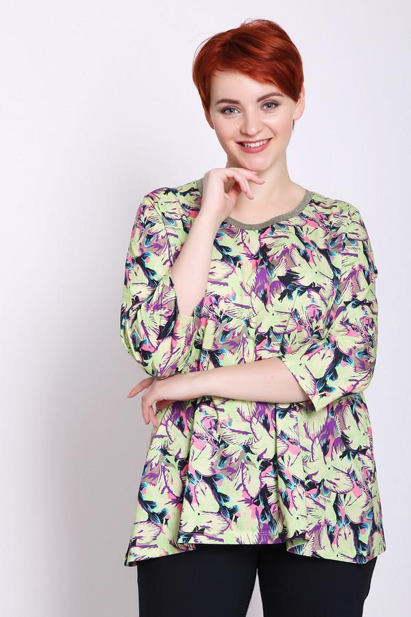 Блузa FrappБлузы<br>Блуза женская зеленого цвета фирмы Frapp. Модель выполнена прямым фасоном. Изделие дополнено округлым воротом, втачными рукавами 3/4 длины. Ткань имеет разноцветный принт. Состав ткани: 100% хлопка. Сочетать можно с различными брюками.