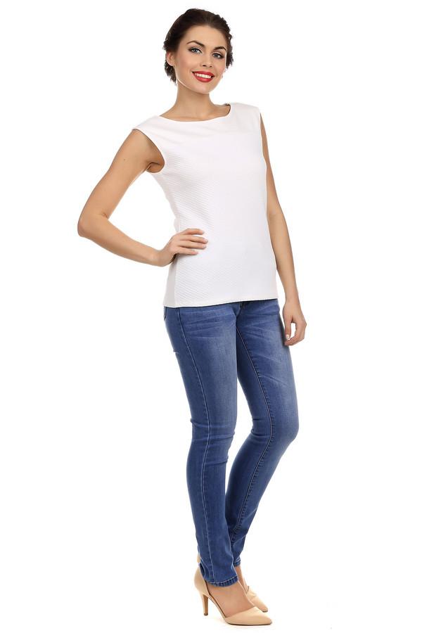 Модные джинсы Just ValeriМодные джинсы<br>Женственные джинсы-скинни от бренда Just Valeri выполнены из голубого хлопкового денима. Изделие дополнено: шлевками для ремня, пятью стандартными карманами и застежкой-молния с пуговицей. Джинсы оформлены эффектом потертостей.<br><br>Размер RU: 46<br>Пол: Женский<br>Возраст: Взрослый<br>Материал: хлопок 98%, эластан 2%<br>Цвет: Голубой