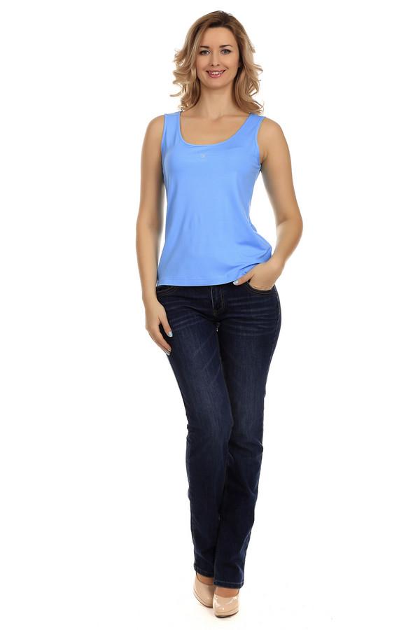 Классические джинсы LerrosКлассические джинсы<br>Женские классические джинсы от бренда Lerros. Это модель сшитая по классическому прямому покрою с низкой талией. Джинсы слегка удлиненные, поэтому их можно носить с обувью на каблуке или же танкетке. Это джинсы темно-синего цвета с эффектом скреппинга. Их задние карманы украшены оригинальной аппликацией из коричневой и оранжевой нити.<br><br>Размер RU: 42<br>Пол: Женский<br>Возраст: Взрослый<br>Материал: полиэстер 28%, хлопок 72%<br>Цвет: Синий