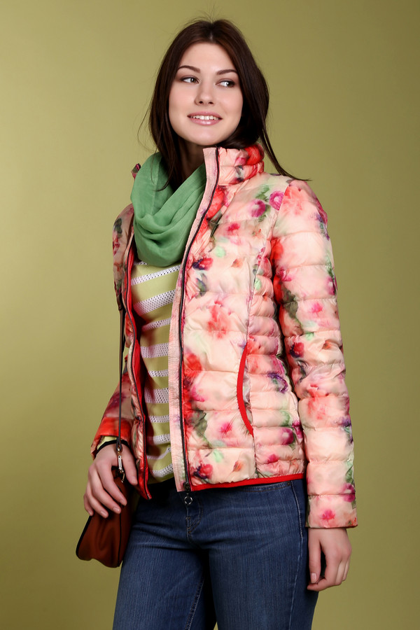 Куртка CommaКуртки<br>Оригинальная женская стёганная куртка от бренда Comma приталенного кроя. Изделие дополнено: воротником-стойка, двумя боковыми карманами, центральной застежкой-молния и длинными рукавами. Куртка украшена цветочным принтом, который придаст вашему образу яркости и неординарности. Куртка демисезонная и будет согревать вас весной и осенью.<br><br>Размер RU: 46<br>Пол: Женский<br>Возраст: Взрослый<br>Материал: полиэстер 100%<br>Цвет: Разноцветный