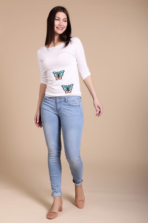 Классические джинсы Tom TailorКлассические джинсы<br>Женские джинсы от бренда Tom Tailor выполнены из денима голубого цвета. Это джинсы средней посадки. Изделие дополнено: пятью стандартными карманами и застежкой молния с пуговицей. Данная модель выполнена с полосатой текстурой и эффектом скреппинга. Задние карманы этих джинсов украшены оригинальной аппликацией из белой нити.<br><br>Размер RU: 44(L32)<br>Пол: Женский<br>Возраст: Взрослый<br>Материал: хлопок 98%, эластан 2%<br>Цвет: Голубой