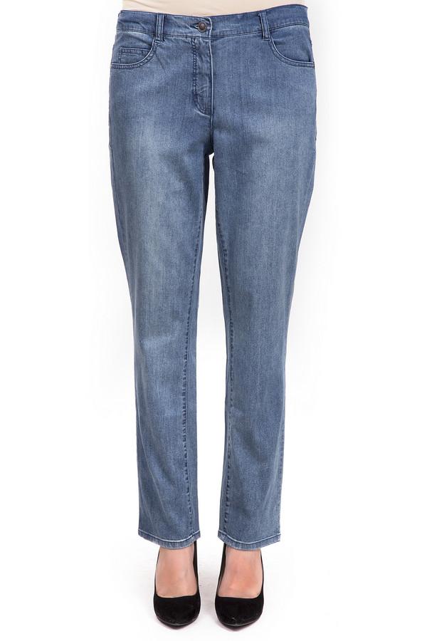 Классические джинсы LebekКлассические джинсы<br>Классические женские джинсы от бренда Lebek светло-голубого цвета – на любое время года и для любых случаев жизни. Классический прямой покрой джинс выгодно будет сочетаться с любым типом верха. Изделие дополнено четырьмя карманами и удобными шлевками, с которыми можно сочетать любой тип ремня.<br><br>Размер RU: 52<br>Пол: Женский<br>Возраст: Взрослый<br>Материал: хлопок 98%, эластан 2%<br>Цвет: Голубой
