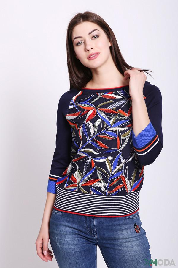 Пуловер Betty BarclayПуловеры<br>Пуловер женский синего цвета от бренда Betty Barclay. Модель выполнена прямым фасоном. Изделие дополнено округлым воротом, рукавами реглан 3/4 длины. Передняя часть имеет разноцветный принт, задняя - полосатый принт. Ткань состоит из 82% вискоза, 18% полиамида. Сочетать можно с различными брюками.