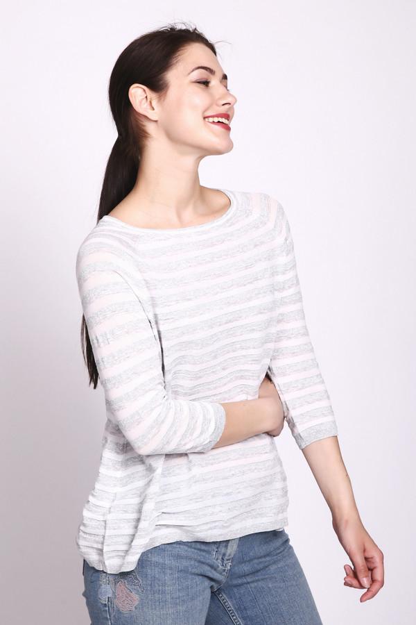 Пуловер OuiПуловеры<br>Нежный женский пуловер от торговой марки Oui, представленный в белом цвете в серую и серебристую полоску. Данная модель дополнена рукавом-реглан длиной три четверти, круглым вырезом, и отделкой в виде резинки серебристого цвета на рукавах, горловине и внизу изделия. Спинка выполнена с запахом, и декорирована ажурной гипюровой вставкой. Состав изделия - хлопок с добавлением полиэстера, полиамида и небольшого процента металла.