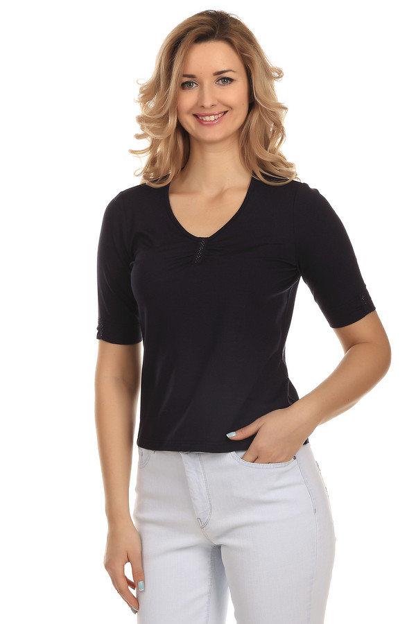 Футболка LuciaФутболки<br>Женская футболка черного цвета от бренда Lucia. Футболка сшита по приталенному крою с рукавом длиной до локтя и глубоким скругленным V-образным вырезом. Изделие декорировано вставками с мелкими черными стразами посередине выреза и рукавов. Состав материала, из которого она пошита, включает в себя 92% вискозы и 8% эластана.<br><br>Размер RU: 44<br>Пол: Женский<br>Возраст: Взрослый<br>Материал: эластан 8%, вискоза 92%<br>Цвет: Синий