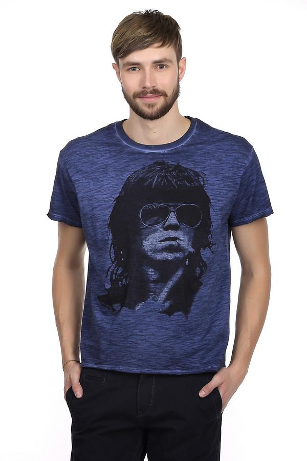 Футболкa LocustФутболки<br>Стильная футболка для мужчин в стиле гранж от бренда Locust. Это футболка классического кроя. Изделие дополнено: круглым вырезом и рукавами до середины плеча. Футболка темно-синего цвета с эффектом скреппинга и модным, неординарным черно-белым принтом. Футболка пошита из натурального 100% хлопка. Это максимально удобный и стильный вариант повседневной одежды в жаркие летние дни.<br><br>Размер RU: 56<br>Пол: Мужской<br>Возраст: Взрослый<br>Материал: хлопок 100%<br>Цвет: Чёрный