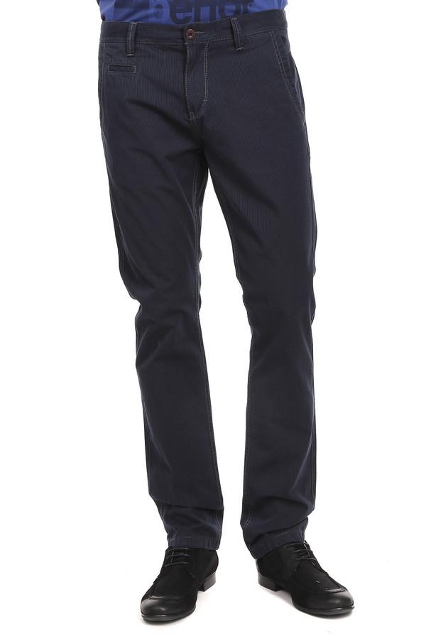 Брюки s.OliverБрюки<br>Брюки для мужчин от бренда s.Oliver. Это брюки классического прямого покроя, средней посадки, дополненные одним классическим боковым передним карманом, одним маленьким карманом и двумя задними карманами. Изделие пошито из ткани темно-синего цвета в коричневую тонкую вертикальную полоску. Материал - 100% хлопок.<br><br>Размер RU: 48(L34)<br>Пол: Мужской<br>Возраст: Взрослый<br>Материал: хлопок 100%<br>Цвет: Синий