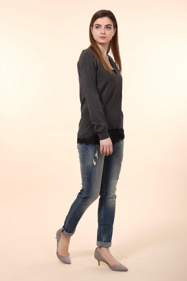 Модные джинсы s.Oliver DENIMМодные джинсы<br>Классические зауженные джинсы от бренда s.Oliver с художественными потертостями. Изделие дополнено: шлевками для ремня и пятью стандартными карманами. Центральная часть застегивается на молнию и фиксируется на пуговицу. Модные джинсы гармонично будут смотреться как с футболками, так и с рубашками.<br><br>Размер RU: 40-42(L34)<br>Пол: Женский<br>Возраст: Взрослый<br>Материал: эластан 1%, полиэстер 12%, хлопок 87%<br>Цвет: Синий