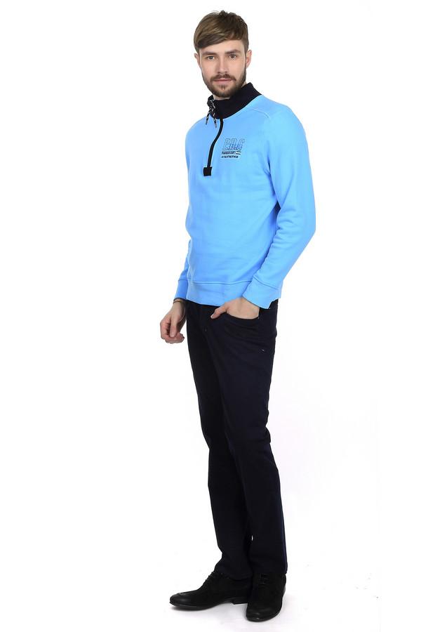 Классические джинсы HattricКлассические джинсы<br>Мужские джинсы от бренда Hattric представлены в темно-синем цвете. Эти джинсы средней посадки, классического покроя. Изделие дополнено: шлевками для ремня, пятью стандартными карманами и центральной застежкой-молния с пуговицей. Брюки сделаны из материала, который на 98% состоит из хлопка и на 2% из эластана. Прекрасно будут смотреться как с  футболками , так и с классическими  рубашками .<br><br>Размер RU: 52(L34)<br>Пол: Мужской<br>Возраст: Взрослый<br>Материал: хлопок 98%, эластан 2%<br>Цвет: Синий