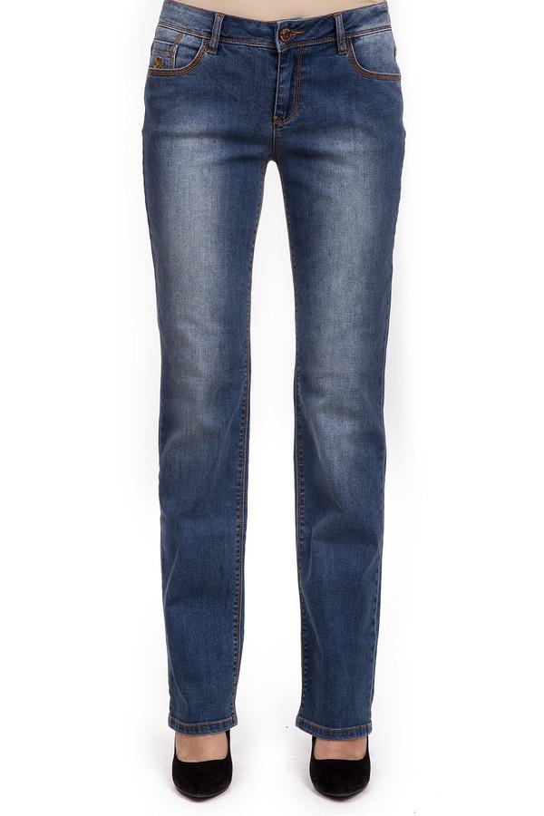 Модные джинсы LerrosМодные джинсы<br>Женские джинсы от торговой марки Lerros, темно-синего цвета с эффектом потертости, и отделкой со строчкой оранжевого цвета. Это модель классического прямого покроя на застежке-молнии, с кокеткой. Данное изделие дополнено двумя накладными карманами сзади, парой карманов с декоративной строчкой спереди, и пятым карманом с вышитой эмблемой бренда. Джинсы изготовлены из плотного материала, в состав которого входит 88% хлопка, 11% полиэстера и 1% эластана.<br><br>Размер RU: 42<br>Пол: Женский<br>Возраст: Взрослый<br>Материал: эластан 1%, полиэстер 11%, хлопок 88%<br>Цвет: Синий