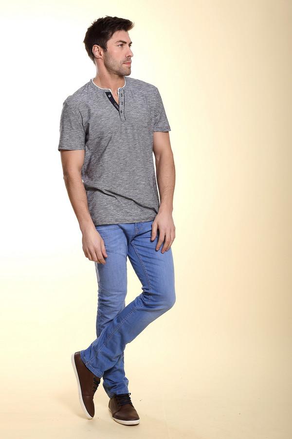 Модные джинсы Tom TailorМодные джинсы<br>Стильные зауженные к низу джинсы средней посадки для мужчин. Это джинсы от бренда Tom Tailor, выполненные в голубом цвете с эффектом потертости и мятости, и прошиты желтой нитью. Они дополнены парой боковых, пятым карманом, а также задними карманами. Джинсы выполнены из материала, в состав которого входит 83% хлопка, 15% полиэстера и 2% эластана.<br><br>Размер RU: 48-50(L34)<br>Пол: Мужской<br>Возраст: Взрослый<br>Материал: эластан 2%, полиэстер 15%, хлопок 83%<br>Цвет: Голубой
