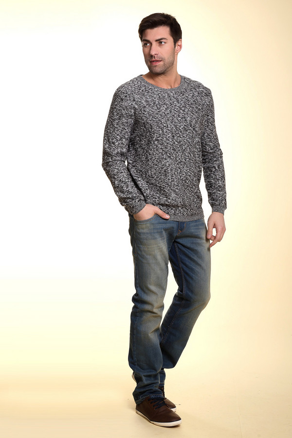 Модные джинсы Tom TailorМодные джинсы<br>Стильные мужские джинсы светло-голубого цвета, декорированные желтыми потертостями. Это джинсы от известного бренда Tom Tailor, которые сшиты по прямому покрою со средней посадкой. Изделие дополнено классическими боковыми, задними и пятым карманом. А задние карманы, декорированы аппликацией из желтой нити. Материал - хлопок с небольшим процентом эластана.<br><br>Размер RU: 46-48(L34)<br>Пол: Мужской<br>Возраст: Взрослый<br>Материал: хлопок 98%, эластан 2%<br>Цвет: Жёлтый