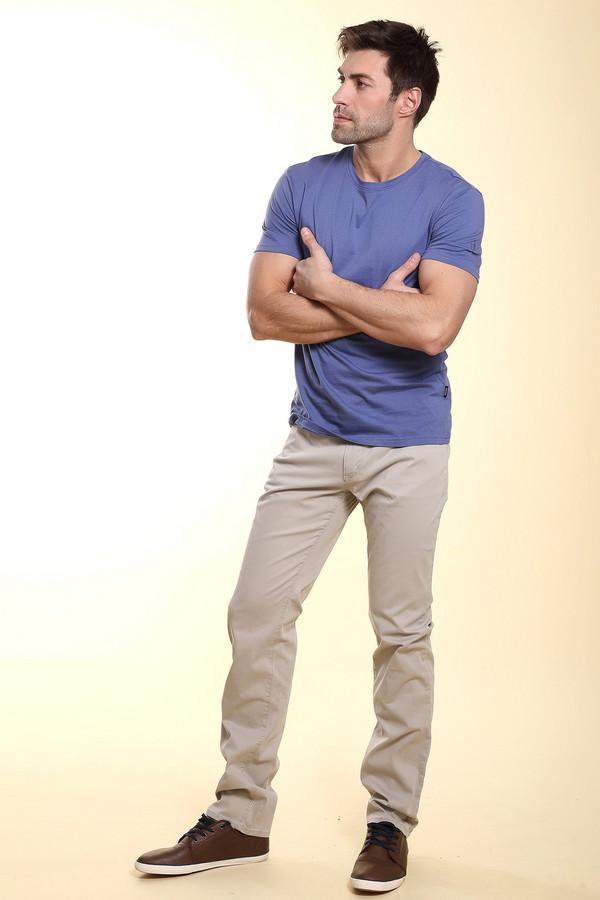 Классические джинсы HattricКлассические джинсы<br>Мужские джинсы от бренда Hattric представлены в светло-сером цвете. Эти джинсы средней посадки, классического покроя. Изделие дополнено: шлевками для ремня, пятью стандартными карманами и центральной застежкой-молния с пуговицей. Брюки сделаны из материала, который на 98% состоит из хлопка и на 2% из эластана. Прекрасно будут смотреться как с   футболками  , так и с классическими   рубашками  .<br><br>Размер RU: 48(L34)<br>Пол: Мужской<br>Возраст: Взрослый<br>Материал: хлопок 98%, эластан 2%<br>Цвет: Бежевый