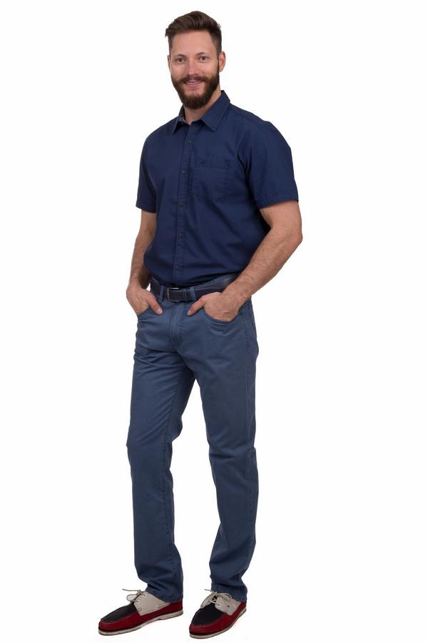 Джинсы GardeurДжинсы<br>Модные мужские джинсы от бренда Gardeur темного синего цвета. Это изделие было изготовлено из хлопка и эластана. Данную модель является круглогодичной. Брюки дополнены шлевками, застежкой, боковыми и задними карманами. Могут сочетаться с рубашками и футболками. Изделие не только модное, но и практичное.<br><br>Размер RU: 50-52(L32)<br>Пол: Мужской<br>Возраст: Взрослый<br>Материал: эластан 3%, хлопок 97%<br>Цвет: Синий