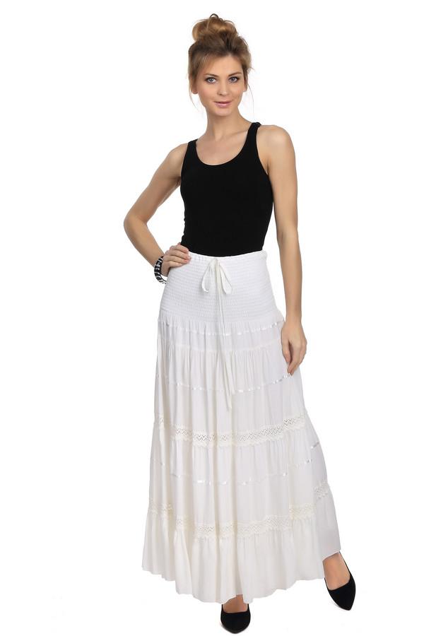 Юбка TuzziЮбки<br>Модная летняя юбка Tuzzi белого цвета. Это изделие выполнено из стопроцентной вискозы. Дополнено интересными деталями в виде шнурка, завязанного в бантик, резинки и красиво оформленных ярусов. Благодаря своему дизайну, эту модель можно с легкостью трансформировать в красивый и женственный сарафан.<br><br>Размер RU: 46<br>Пол: Женский<br>Возраст: Взрослый<br>Материал: вискоза 100%<br>Цвет: Белый
