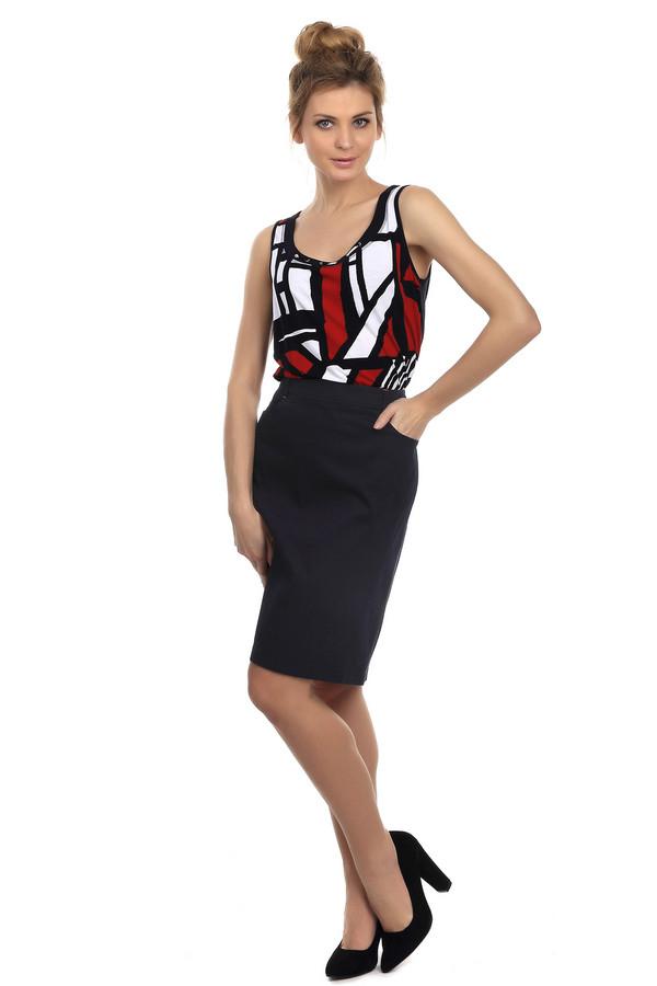 Юбка LebekЮбки<br>Практичная юбка Lebek темно- синего цвета. Изделие выполнено из хлопка и эластана. Можно носить круглый год. Юбка дополнена карманами по бокам, шлевками для ремня со строчками, выполненными красной ниткой. Данная модель очень удобная для повседневной жизни. Юбку можно сочетать с вещами разных стилей.<br><br>Размер RU: 46<br>Пол: Женский<br>Возраст: Взрослый<br>Материал: эластан 3%, хлопок 97%<br>Цвет: Синий