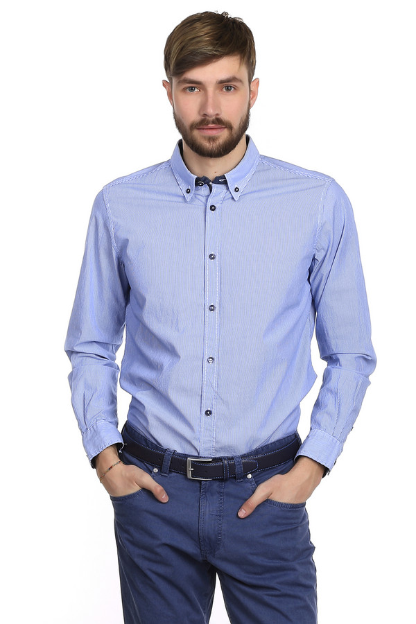 Рубашка с длинным рукавом Tom TailorДлинный рукав<br>Очень модная мужская рубашка от немецкого бренда Tom Tailor приталенного кроя. Изделие дополнено: отложным классическим воротником, планкой на пуговицах и длинными рукавами. Сделана эта рубашка из натурального хлопкового материала белого цвета в тонкую голубою полоску. Выглядит такая рубашка очень стильно. В повседневной жизни вы можете носить ее на выпуск, но так же она будет вполне уместна в офисе, если заправить ее в брюки.<br><br>Размер RU: 46-48<br>Пол: Мужской<br>Возраст: Взрослый<br>Материал: хлопок 100%<br>Цвет: Синий