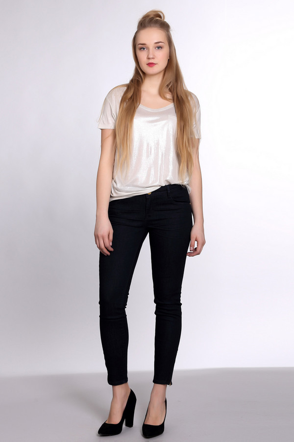 Классические джинсы Tom TailorКлассические джинсы<br>Классические женские джинсы от бренда Tom Tailor темного синего цвета. Это изделие было выполнено из эластана, полиэстера и хлопка. Данную модель можно носить круглый год. Они дополнены застежкой на молнии и пуговице, шлевками для ремня, боковыми и задними карманами, застежками-разрезами снизу. Джинсы заужены книзу.<br><br>Размер RU: 44-46(L32)<br>Пол: Женский<br>Возраст: Взрослый<br>Материал: эластан 2%, хлопок 65%, полиэстер 33%<br>Цвет: Синий