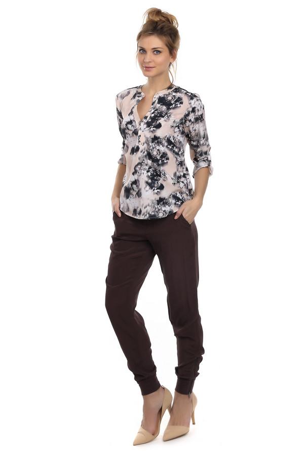 Брюки SetБрюки<br>Женские брюки коричневого цвета от бренда Set. Брюки выполнены из натурального шелка. Изделие дополнено: шлевками для ремня, двумя боковыми карманами, двумя прорезными карманами, манжетами с молнией и застежкой-молния.<br><br>Размер RU: 42<br>Пол: Женский<br>Возраст: Взрослый<br>Материал: шелк 100%<br>Цвет: Коричневый