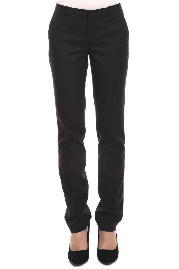 Брюки OuiБрюки<br>Брюки для женщин от бренда Oui. Это брюки-дудочки черного цвета, с блестящим принтом в горошек. Изделие дополнено: шлевками для ремня, двумя боковыми карманами и двумя задними прорезными карманами. Центральная часть застегивается на молнию и застежку крючок-петля. Классические брюки будут хорошо смотреться с  рубашками  и  пуловерами .<br><br>Размер RU: 46<br>Пол: Женский<br>Возраст: Взрослый<br>Материал: вискоза 20%, полиэстер 78%, эластан 2%<br>Цвет: Чёрный
