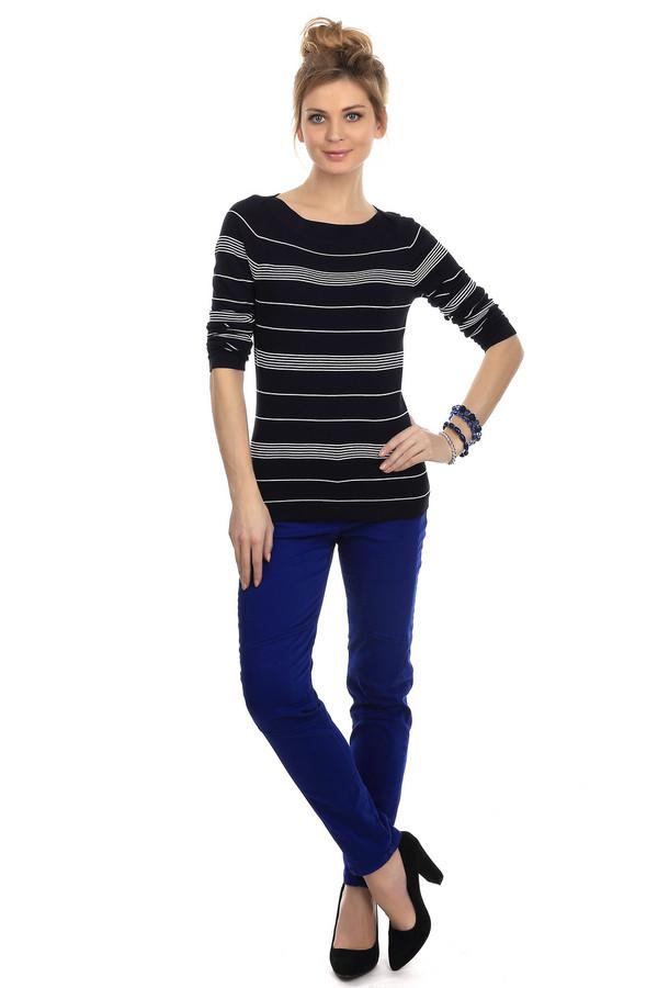 Классические джинсы Betty BarclayКлассические джинсы<br>Ярко-синие облегающие джинсы от бренда Betty Barclay обеспечивают своей владелице неотразимый вид. Изделие дополнено: шлевками для ремня и пятью стандартными карманами. Центральная часть застегивается на молнию и фиксируется на пуговицу. Джинсы будут идеально смотреться с блузами и футболками.<br><br>Размер RU: 44<br>Пол: Женский<br>Возраст: Взрослый<br>Материал: эластан 3%, хлопок 86%, эластомер 11%<br>Цвет: Синий
