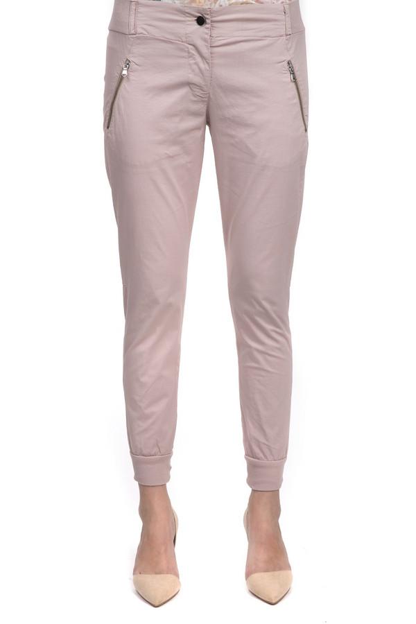 Брюки Sai-KuБрюки<br>Брюки средней посадки для женщин от бренда Sai-Ku. Это модные брюки светло-розового цвета, пошитые из хлопка с добавлением эластана. Изделие дополнено парой передних карманов на застежке-молнии и двумя задними карманами. В нижней части брюк есть резинки. На поясе расположены шлевки для ремня. Центральная часть застегивается на молнию и фиксируется на пуговицу.<br><br>Размер RU: 44<br>Пол: Женский<br>Возраст: Взрослый<br>Материал: эластан 3%, хлопок 97%<br>Цвет: Розовый