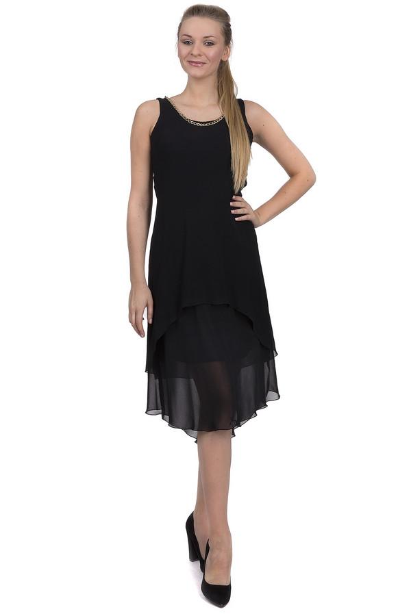 Платье Sai-KuПлатья<br>Вечернее летнее платье от бренда Sai-Ku, представленное в черном цвете. Это модель из полиэстера на подкладке без рукавов с лифом облегающего кроя, круглым вырезом, украшенным металлической цепочкой золотистого цвета. Изделие дополнено двухслойным низом, слегка удлиненным сзади.<br><br>Размер RU: 48<br>Пол: Женский<br>Возраст: Взрослый<br>Материал: полиэстер 100%<br>Цвет: Чёрный