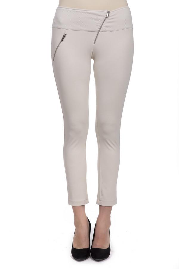 Брюки Sai-KuБрюки<br>Стильные брюки-скинни длиной до середины голени. Это брюки бежевого цвета, от бренда Sai-Ku. Брюки пошиты из полиэстера с добавлением эластана. Изделие дополнено косой ширинкой и таким же боковым карманом на молнии.<br><br>Размер RU: 44<br>Пол: Женский<br>Возраст: Взрослый<br>Материал: эластан 3%, полиэстер 97%<br>Цвет: Бежевый