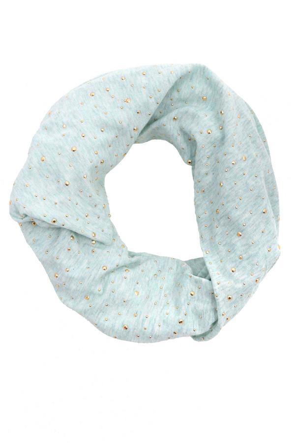 Шарф CodelloШарфы<br>Модный женский шарф от бренда Codello нежного голубого цвета. Данная модель была сделана из натурального хлопка. Это изделие предназначено для демисезонного периода. Оно дополнено золотыми деталями в виде маленьких камней. Представляет собой летний вариант снуда. Приятный нежный цвет придаст летнему образу легкости.<br><br>Размер RU: один размер<br>Пол: Женский<br>Возраст: Взрослый<br>Материал: хлопок 100%<br>Цвет: Голубой