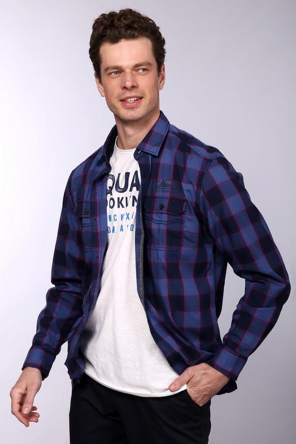 Рубашка с длинным рукавом s.OliverДлинный рукав<br>Стильная мужская рубашка в сине-розовую клетку на пуговицах. Это рубашка от бренда s.Oliver, сшитая из 100% хлопка. Изделие выполнено по классическому покрою с длинным рукавом и отложным воротником. Изделие дополнено двумя нагрудными карманами на пуговицах, а также небольшим принтом эмблемы фирмы над одним из них.<br><br>Размер RU: 45-46<br>Пол: Мужской<br>Возраст: Взрослый<br>Материал: хлопок 100%<br>Цвет: Разноцветный