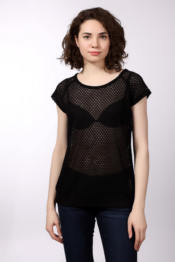 Футболка s.Oliver DENIMФутболки<br>Женская футболка от бренда s.Oliver. Это полупрозрачная футболка в сетку, выполненная из 100% полиэстера. У данного изделия короткий рукав и круглый вырез.<br><br>Размер RU: 46-48<br>Пол: Женский<br>Возраст: Взрослый<br>Материал: полиэстер 100%<br>Цвет: Чёрный