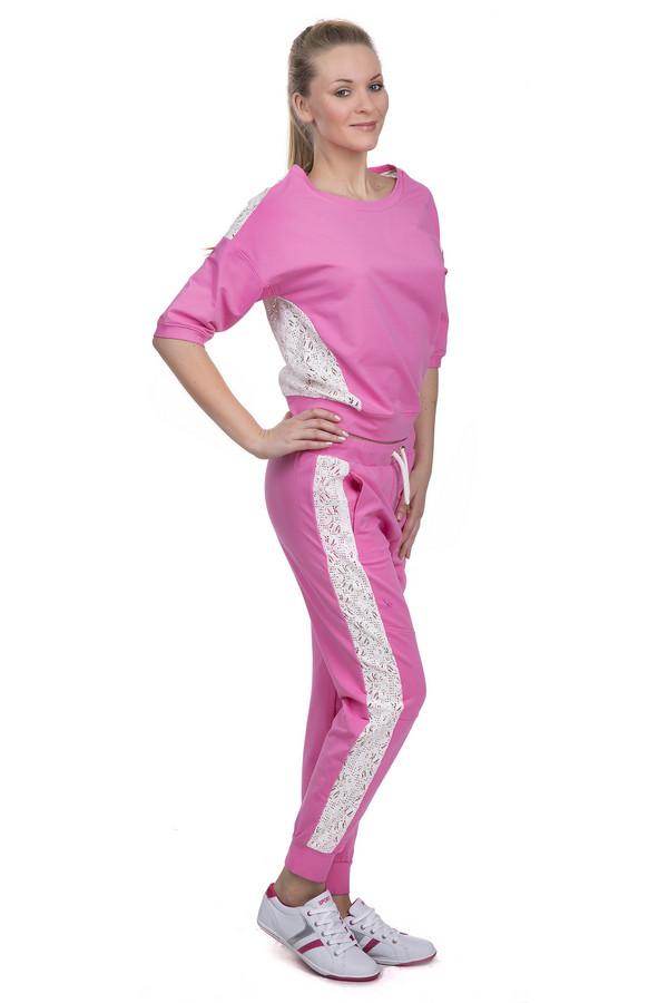 Спортивные брюки LocustСпортивные брюки<br>Спортивные брюки для женщин от бренда Locust. Это брюки пошитые из хлопка с добавлением эластана. Данная модель представлена в розовом цвете. Изделие дополнено двумя боковыми карманами, а также резинкой с белым шнурком на поясе и резинками снизу. Брюки декорированы кружевными вставками белого цвета. В комплект к спортивным брюкам можно приобрести  толстовку Locust .<br><br>Размер RU: 52-54<br>Пол: Женский<br>Возраст: Взрослый<br>Материал: эластан 5%, хлопок 95%<br>Цвет: Белый