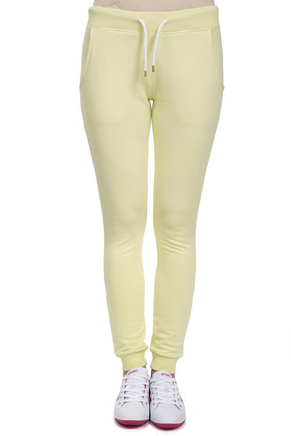 Спортивные брюки LocustСпортивные брюки<br>Удобные женские спортивные брюки от бренда Locust. Это брюки пошитые из натурального хлопка и выполненные в светло-желтом цвете. Брюки заужены к низу и дополнены резинкой на поясе с белым шнурком, а также резинками снизу и боковыми карманами. В комплект к спортивным брюкам можно приобрести  толстовку Locust .<br><br>Размер RU: 40-42<br>Пол: Женский<br>Возраст: Взрослый<br>Материал: хлопок 100%<br>Цвет: Жёлтый