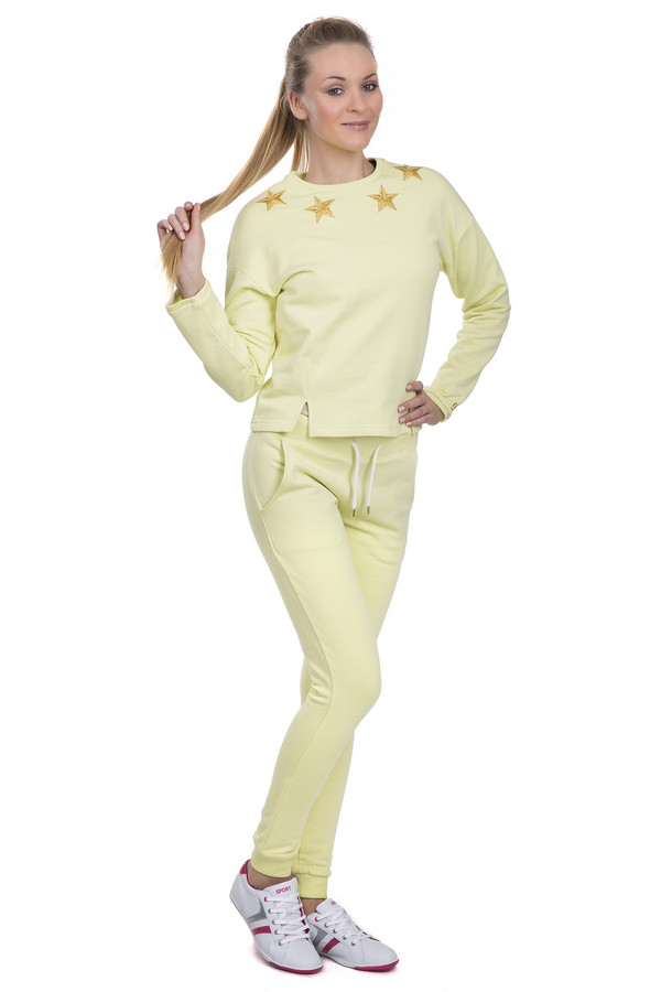 Спортивные брюки LocustСпортивные брюки<br>Удобные женские спортивные брюки от бренда Locust. Это брюки пошитые из натурального хлопка и выполненные в светло-желтом цвете. Брюки заужены к низу и дополнены резинкой на поясе с белым шнурком, а также резинками снизу и боковыми карманами. В комплект к спортивным брюкам можно приобрести  толстовку Locust .<br><br>Размер RU: 52-54<br>Пол: Женский<br>Возраст: Взрослый<br>Материал: хлопок 100%<br>Цвет: Жёлтый