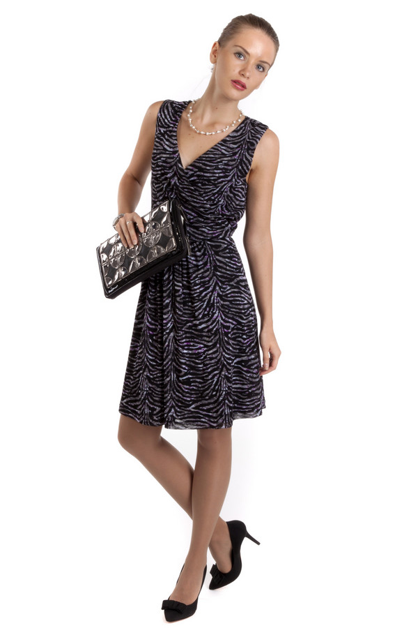 Платье s.OliverПлатья<br>Легкое платье с чуть расклешённым низом от бренда s.Oliver приталенного кроя представлено из ткани с зебровым принтом. Изделие дополнено: v-образным вырезом и эластичной резинкой на талии.<br><br>Размер RU: 46<br>Пол: Женский<br>Возраст: Взрослый<br>Материал: полиамид 100%<br>Цвет: Разноцветный