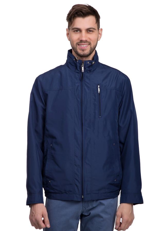 Куртка BugattiКуртки<br>Синяя куртка для мужчин от бренда Bugatti имеет три кармана – два обыкновенных и нагрудный. Простой фасон без любых декоративных излишеств делает вещь универсальной и пригодной для ношения каждый день, и на прогулку, и на работу. Изделие дополнено удобной застёжкой-молнией по центру. Шнурок на воротнике позволяет варьировать плотность обхвата шеи воротом.<br><br>Размер RU: 54<br>Пол: Мужской<br>Возраст: Взрослый<br>Материал: полиэстер 100%<br>Цвет: Синий
