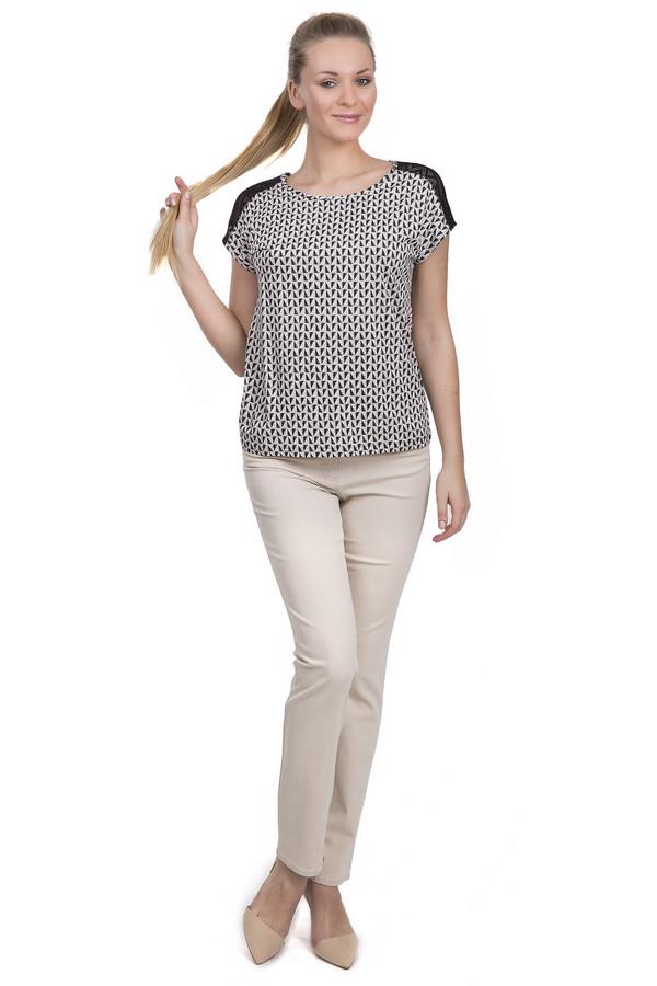 Модные джинсы Gerry WeberМодные джинсы<br>Летние джинсы для женщин, представлены торговой маркой Gerry Weber в белом цвете. Это модель прямого покроя, с двойными шлевками, на кокетке, и комбинированной застежкой. Джинсы дополнены двумя накладными карманами, декорированными стразами сзади, двумя боковыми карманами с заклепками спереди, а также пятым карманом, украшенным стразами. Изделие выполнено из 74% хлопка, 24% полиэстера, и 2% эластана.<br><br>Размер RU: 42<br>Пол: Женский<br>Возраст: Взрослый<br>Материал: эластан 2%, хлопок 74%, полиэстер 24%<br>Цвет: Бежевый