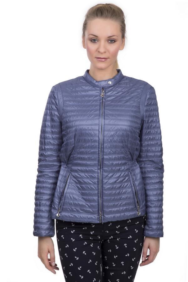 Куртка Gerry WeberКуртки<br>Женская куртка цвета синий металлик. Это куртка от бренда Gerry Weber, она дополнена боковыми карманами на молниях, а также кнопкой на воротнике-стойка. Сзади куртка затягивается на талии на резинке. Материал этой куртки - 100% полиамид.<br><br>Размер RU: 44<br>Пол: Женский<br>Возраст: Взрослый<br>Материал: полиамид 100%<br>Цвет: Синий