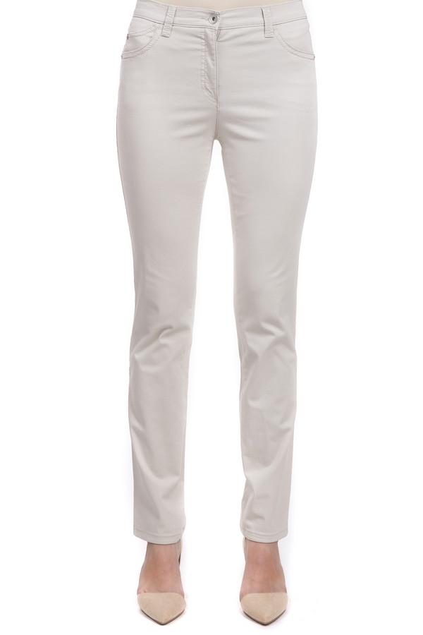 Брюки BraxБрюки<br>Светлые женские брюки от бренда Brax. Это брюки средней посадки, прямого покроя, которые выполнены из хлопка с добавлением эластана. Изделие дополнено классическими боковыми карманами, а также задними, на которых есть оригинальная аппликация белой нитью. На поясе расположены шлевки для ремня. Центральная часть застегивается на молнию и фиксируется на пуговицу.<br><br>Размер RU: 48<br>Пол: Женский<br>Возраст: Взрослый<br>Материал: хлопок 98%, эластан 2%<br>Цвет: Бежевый