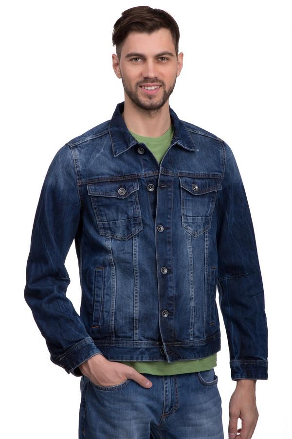 Куртка s.Oliver DENIMКуртки<br>Куртка от бренда s.Oliver – классическая модель мужской джинсовой куртки для ношения в демисезон. Застёгивается на металлические пуговицы. Воротник итальянского типа заставляет изделие балансировать между строгим стилем и casual. Изделие дополнено четырьмя карманами, из которых два основных и два нагрудных, на пуговицах, а также двумя едва заметными ремешками из денима по бокам.<br><br>Размер RU: 50-52<br>Пол: Мужской<br>Возраст: Взрослый<br>Материал: хлопок 100%<br>Цвет: Синий
